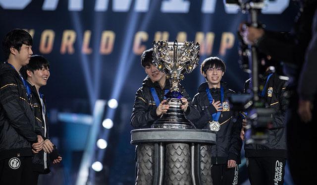IG拿下2018英雄联盟全球总决赛的冠军